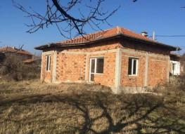 Продажа дома в большой деревне рядом с Сандански