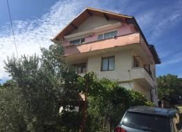 Этаж дома с земельным участком в селе Левуново, Сандански