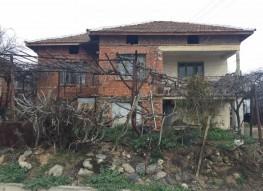 Продается дом в деревне между Петричем и Сандански