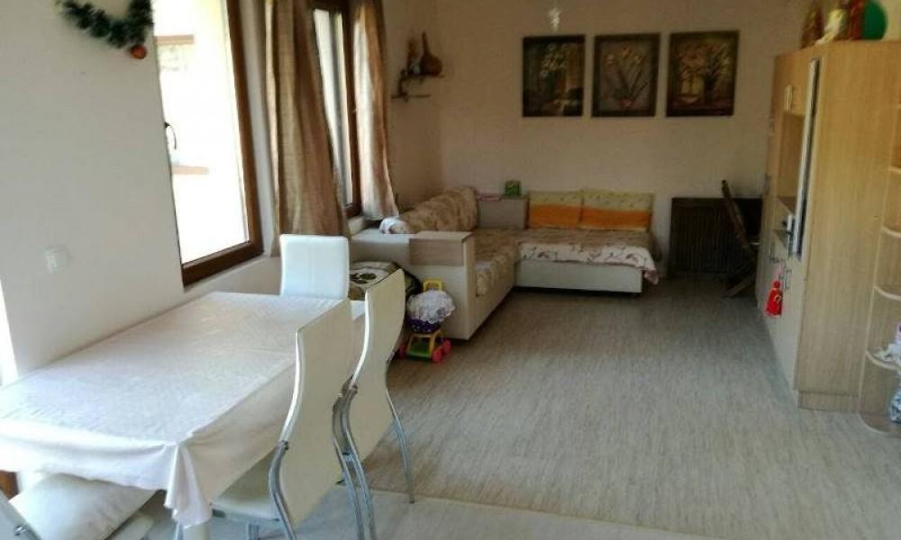 Двухкомнатная квартира с мебелью в Сандански