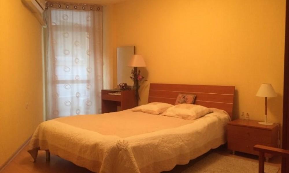 Сдам в аренду трехкомнатную квартиру в центре Сандански